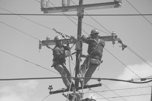 gray_wire-men-working164966_960_720